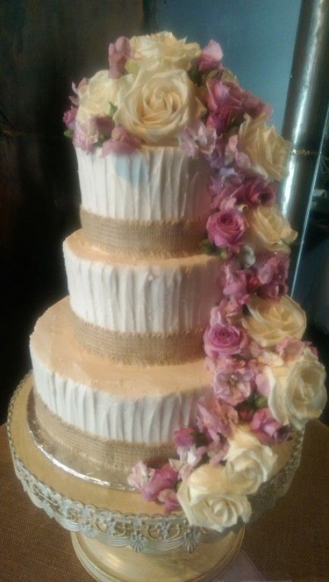 Paisley Cakes Is A Custom Cake And Dessert Bakery We Specialize In Making Beautiful Tasty Desserts For Your Special Occasions